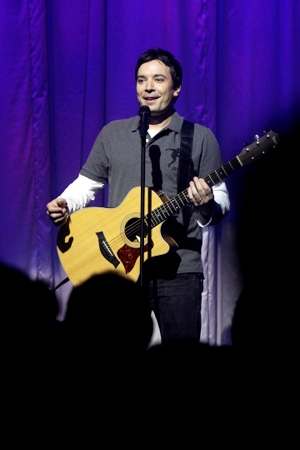 Jimmy-Fallon-Playing-Guitar